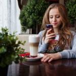 Toujours savoir ce qui se passe. L'addiction à notre téléphone entraîne fatigue et anxiété (photo : Pixabay)