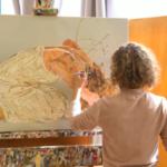 Fatma Shanan se peint elle-même sur ses tableaux qui sont vibrants et très recherchés (photo: Galerie DITTRICH & SCHLECHTRIEM).