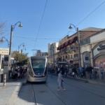 Le tramway de Jérusalem fluidifie le trafic urbain et offre une alternative rapide aux bus (photo : KHC)