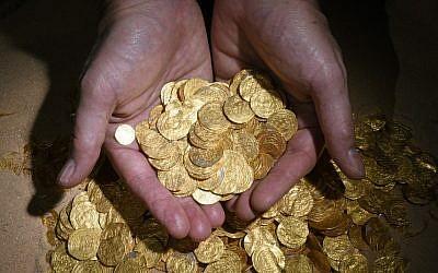 Pièces d'or trouvées en 2015 par des plongeurs (photo: Clara Amit, Autorité israélienne des Antiquités)