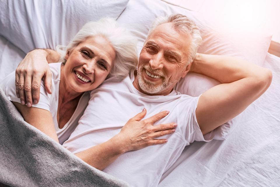 Selon une étude israélienne, les optimistes vieillissent mieux (photo : Pixabay)